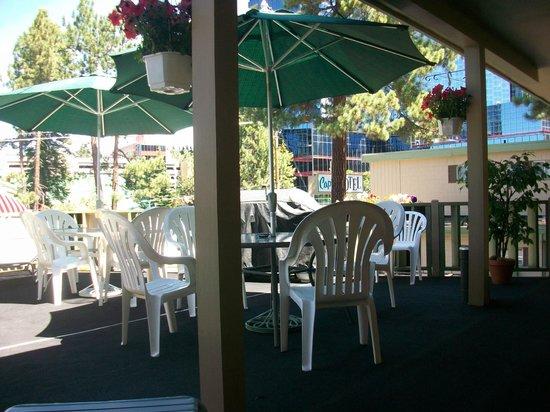 Capri Motel: Upper deck