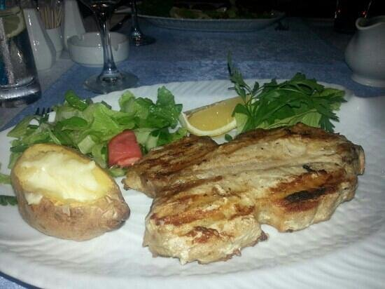Captain Hook's Seafood Restaurant: tuna ♥
