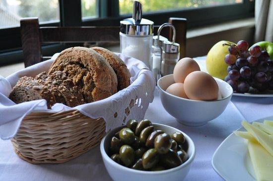Nana Apartments : Breakfast