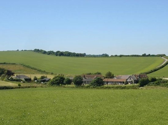 Holcombe Valley Holiday Cottages & B&B : View of Holcombe Valley from surrounding fields
