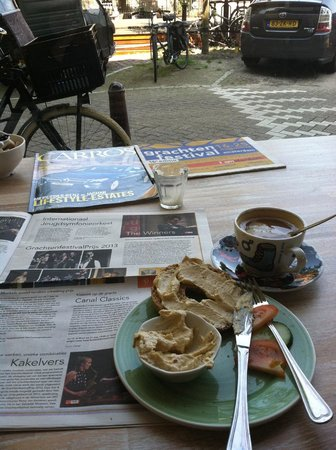 Bagels & Beans: Bagel with Hummus and a coffee