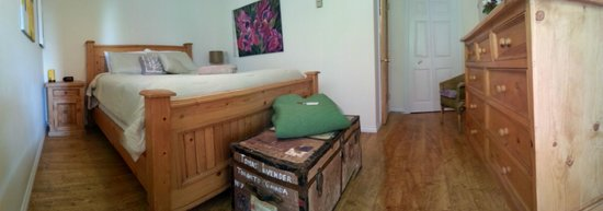 B&B at Salt Spring Apple Company: Wolf River queen room