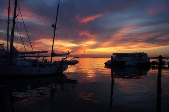 El Milagro Beach Hotel and Marina: Amazing Sunset