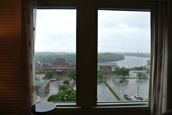 Renaissance Montgomery Hotel & Spa at the Convention Center: View from our room on the 9th floor, river view