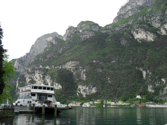 Europa Riva Del Garda: Beginning of walk to Torbole.