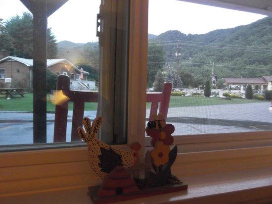 A Holiday Motel: vista desde la ventana
