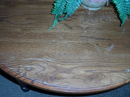 Ellington at Wachesaw Plantation East: coffee table looked like it came from Goodwill along with the rest of the furniture
