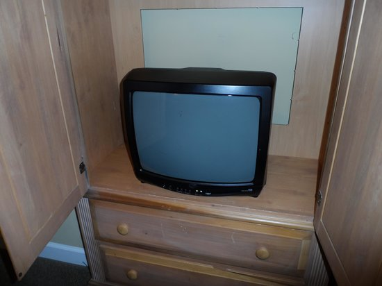 Ellington at Wachesaw Plantation East: master bedroom TV, no flatscreens anywhere, look at the condition of the armoire
