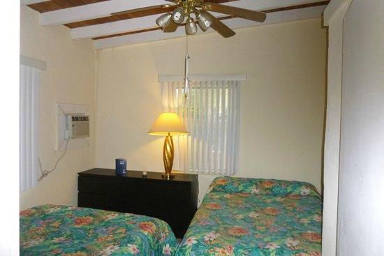 Seafarer Resort and Beach: bedroom villa 4