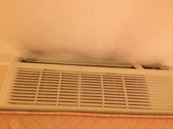 Best Western Plus Landmark Inn & Pancake House: AC - I guess filter is really dirty