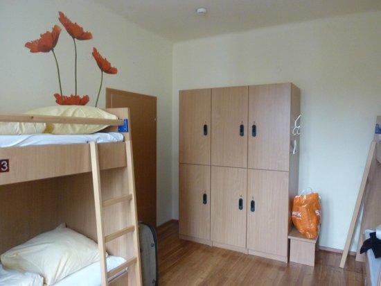 Yoho International Youth Hostel: lockers grandes con acceso por tarjeta