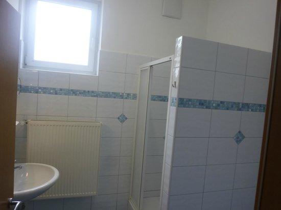 el cuarto de ducha - Picture of Yoho International Youth Hostel ...