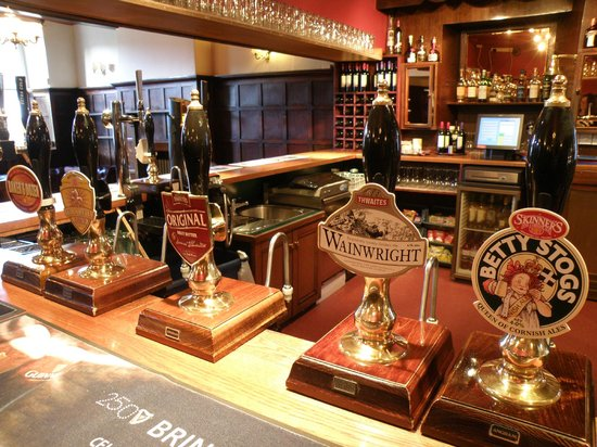 The Royal Hotel: Well stocked bar!