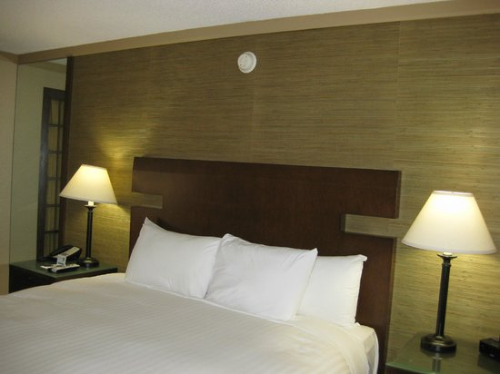 Miyako Hotel Los Angeles : キングサイズベッド