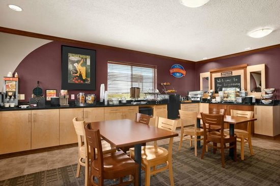 Baymont Inn & Suites Denver West/Federal Center: Breakfast Area