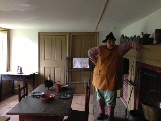 Old Fort Western : tour guide in kitchen