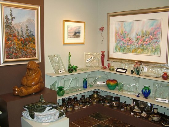 Canwest Art Gallery on the Lake: Featuring the art of Errol Brimacombe
