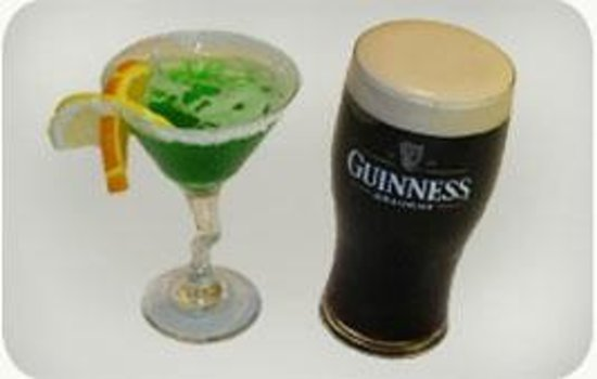 RESTAURANT DAZIBO PUB BISTRO : Fuzzy Leprechaun Sour n' a pint of plain