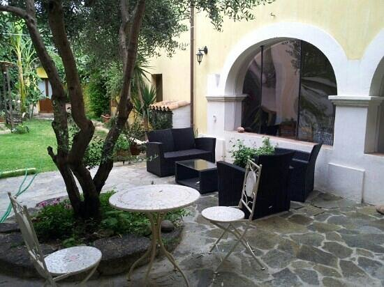 Casa Camboni : La corte-giardino interna