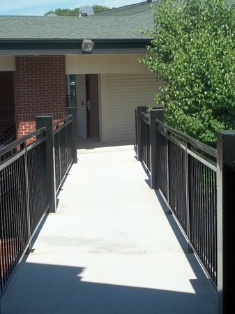 Lodge at the Falls : Outdoor walkway connecting buildings