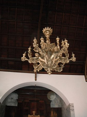 Frederick Lutheran Church : beautiful antique chandelier