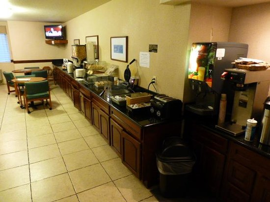 Hospitality Inn: Breakfast area