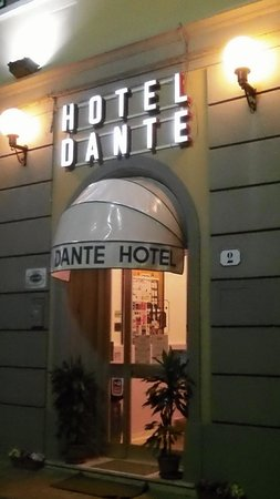 Hotel Il Poeta Dante: Entrance