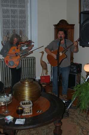 The Inn At Warm Springs: Live entertainment when we were there