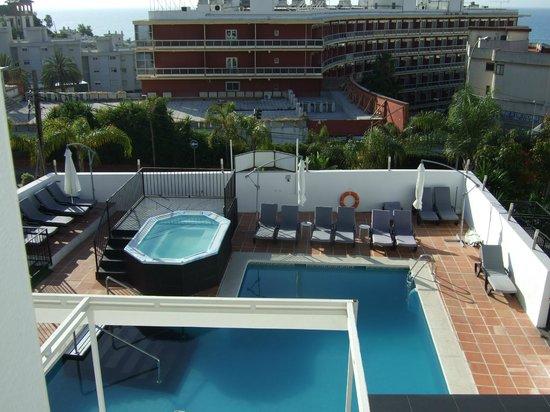 Hotel Natursun: Uitzicht op het zwembad (front)
