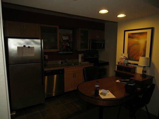 Residence Inn San Diego La Jolla: Residence Inn Kitchen
