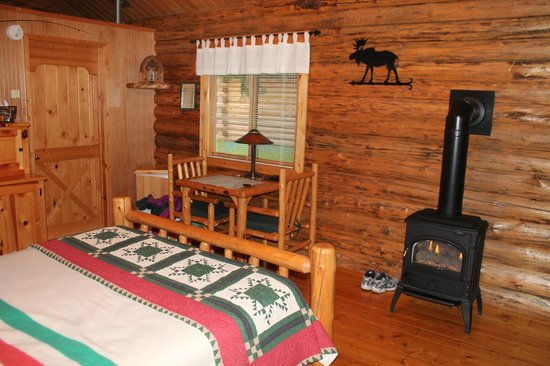 Silverwolf Log Chalet Resort: Our cabin, #1