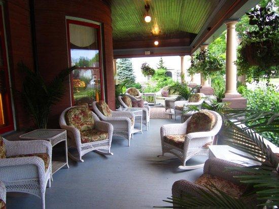Union Gables Mansion Inn: Front porch