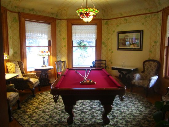 Union Gables Mansion Inn: Pool table room