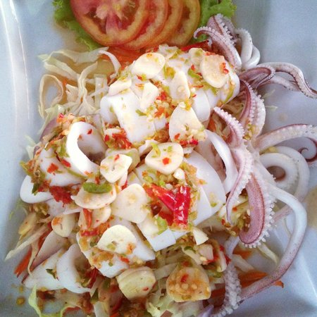Steamed Squid w/ Lemon Chili Spicy Sauce ปลาหมึกนึ่งมะนาว