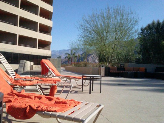 Hyatt Palm Springs: 2nd level pool deck