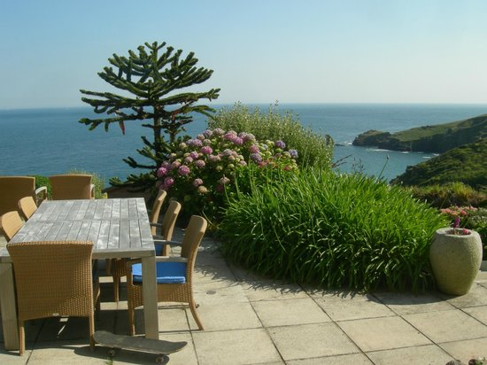 Bay House: Tavolo su cui si consuma la colazione