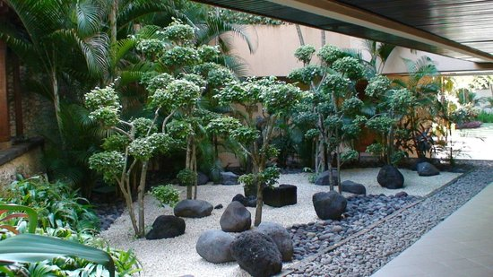 Nusa Dua Beach Hotel & Spa: Jardins
