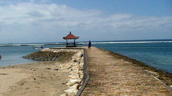 Nusa Dua Beach Hotel & Spa: Plage