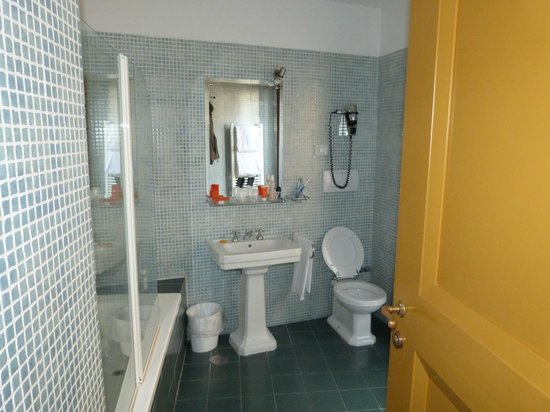 Room Mate Isabella: amplio baño