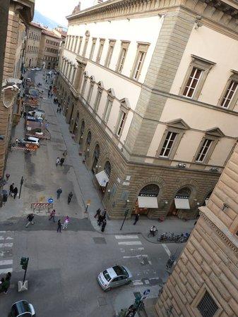 Room Mate Isabella: Via Tornabuoni vista desde la habitación
