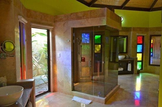 Nayara Hotel, Spa & Gardens: amazing bathroom