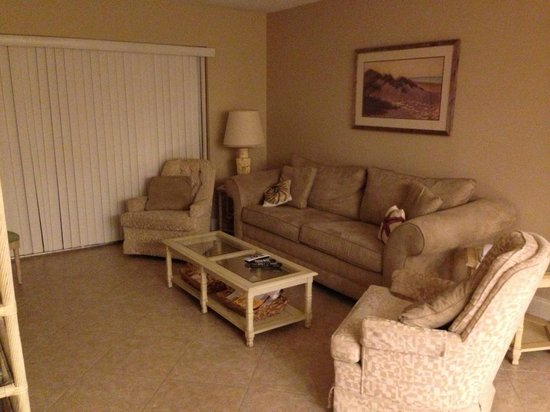 Sea Shells of Sanibel : comfortable livingroom sleeper sofa