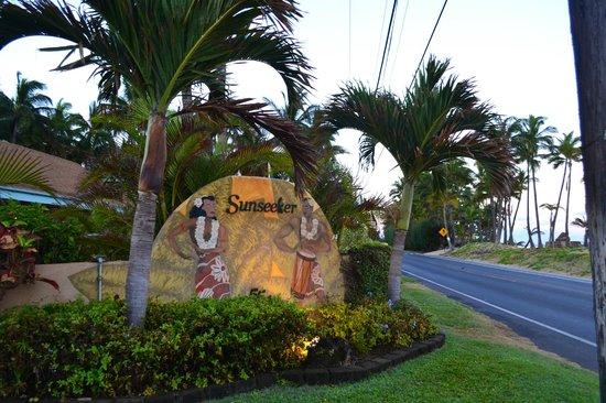 Maui Sunseeker LGBT Resort : Sign to the Resort