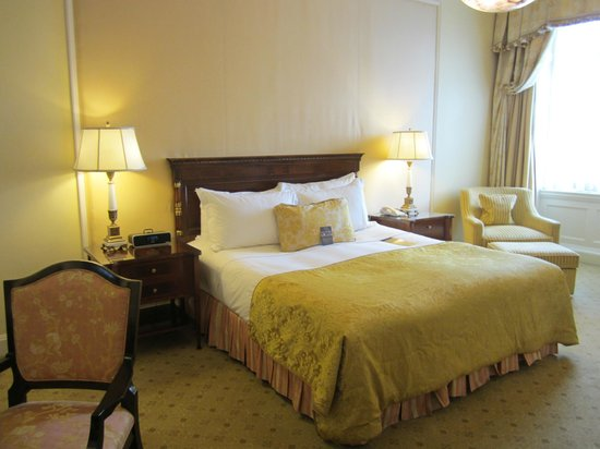 "The Shelbourne Dublin, A Renaissance Hotel : ""Heritage Park View"" room"