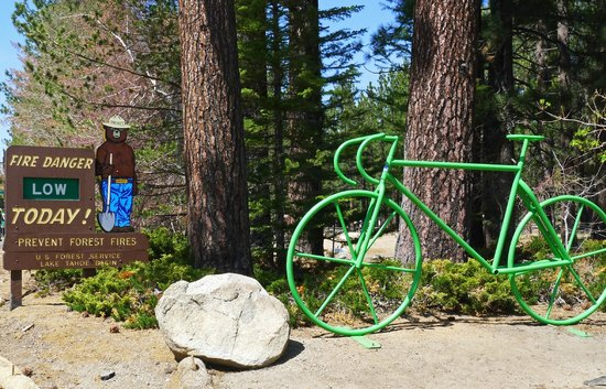 Lake Tahoe Historical Society Museum: Look for Smokey and bike!