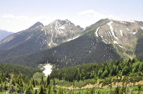 Cross River Wilderness Centre : One of many views on Kindersley Pass / Sinclair Creek Loop