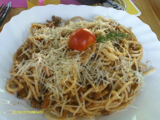 100% Family Restaurant: spaghetti