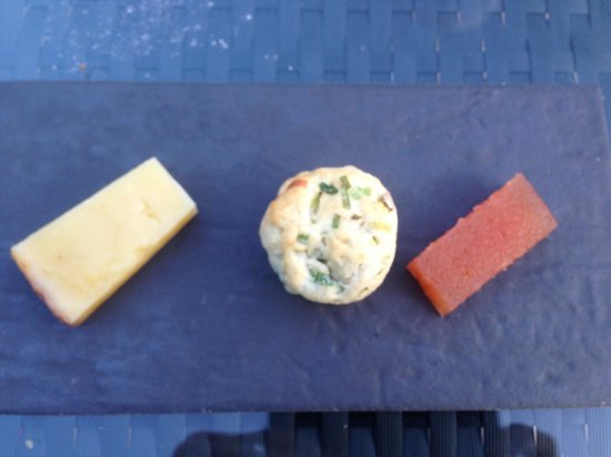 Hammer and Pincers: Cheese course with a slight amendment of cheddar cheese