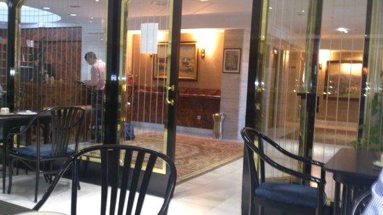 Hotel Lasa: cafeteria - recepción