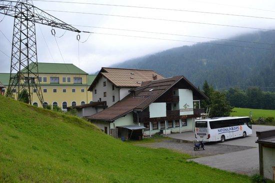Gasthof Spullersee Wald am Arlberg: Rear of Gasthof Spullersee